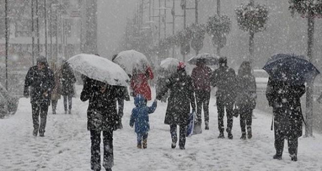 İstanbul'a Merakla Beklenen Kar Geldi