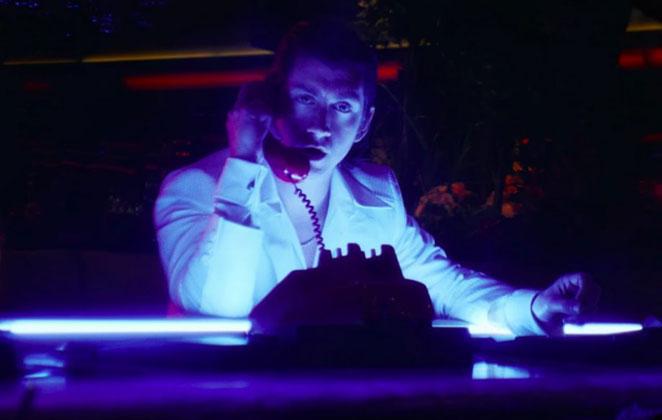 Arctic Monkeys Yeni Albümden Tranquility Base Hotel & Casino Şarkısına Klip