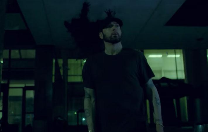 Eminem Yeni Albümünden Fall Şarkısına Klip Yayında