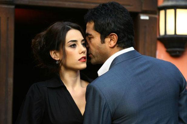 Cansu Dere ve Kenan İmirzalioğlu Yeni Netflix Dizisinde Bir Arada Olacak!