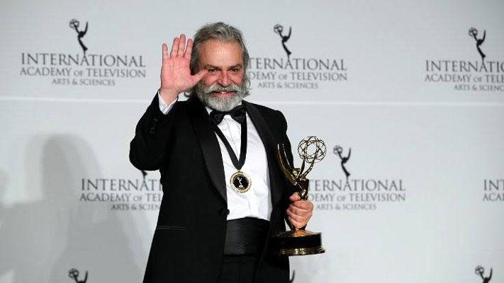 Haluk Bilginer, Uluslararası Emmy Ödül'ünü Şahsiyet dizisiyle kazandı!